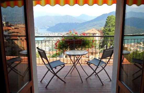 Albergo Ristorante Stampa: camera con balcone vista lago