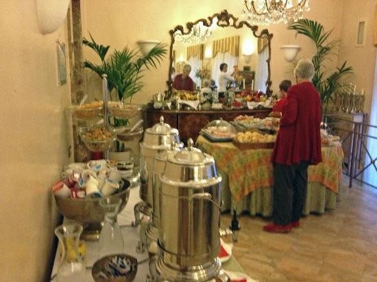 Hotel Lancelot: Breakfast 