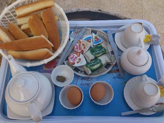 Hotel Queen Transit Alexandria: Breakfast - basic ok