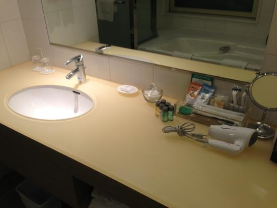 Haneda Excel Hotel Tokyu: 広々とした洗面台