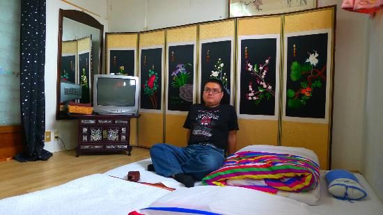Bukchon Guest House: Me sitting in the room