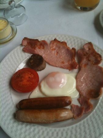 Rosquil House : Full Irish fry - egg, bacon, sausages, tomato and black and white pudding