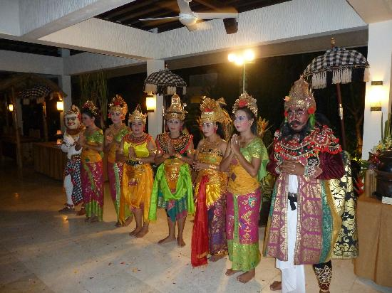 The Seminyak Beach Resort & Spa : Balinese avond in het hotel.