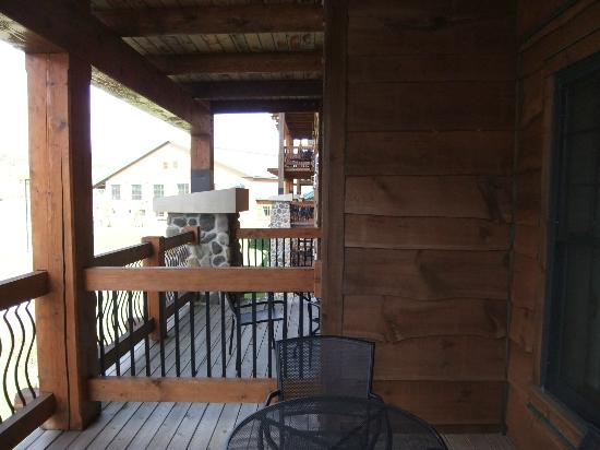 Hope Lake Lodge & Conference Center: Get to know your neighbours on balcony
