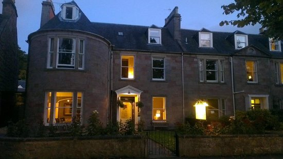 Glen Mhor Hotel & Apartments: from outside
