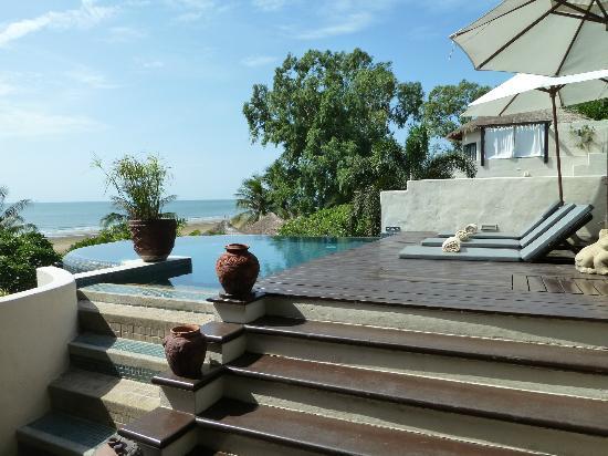 Aleenta Hua Hin Resort & Spa: Infinity Pool 