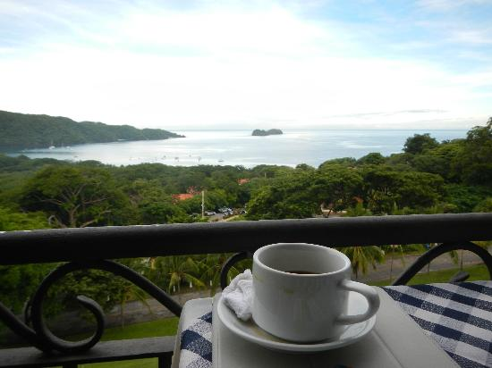 Villas Sol Hotel & Beach Resort: aaah-- morning sunrise with great CR coffee!