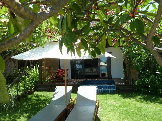 Aleenta Hua Hin Resort & Spa: Blick auf den Garten und Jaccuzzi