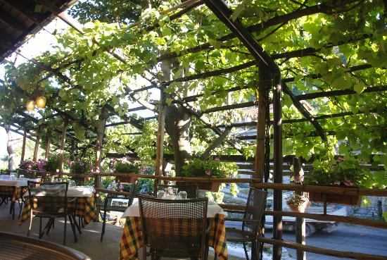 Salice Blu: Beautiful Patio For Outdoor Dining