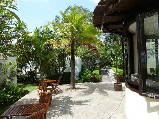 Aleenta Resort Pranburi: Hotel Garten