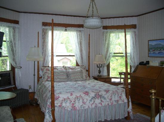 Betsy's Bed and Breakfast: Room 1-one queen bed, one twin bed, en suite bath