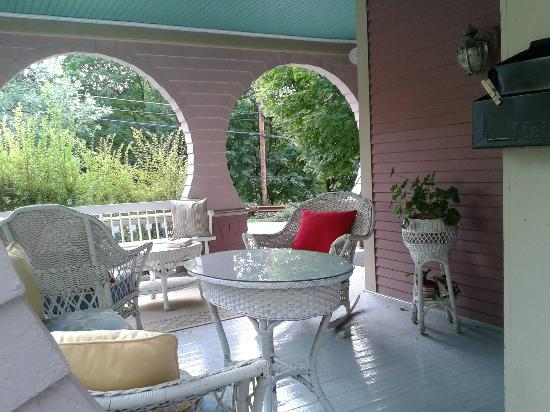 Betsy's Bed and Breakfast: front porch of Betsy's B&B
