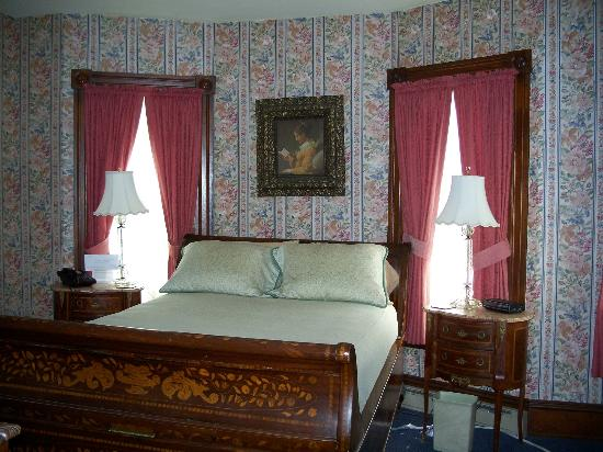 Betsy's Bed and Breakfast: Room 11-one queen bed, en suite bath