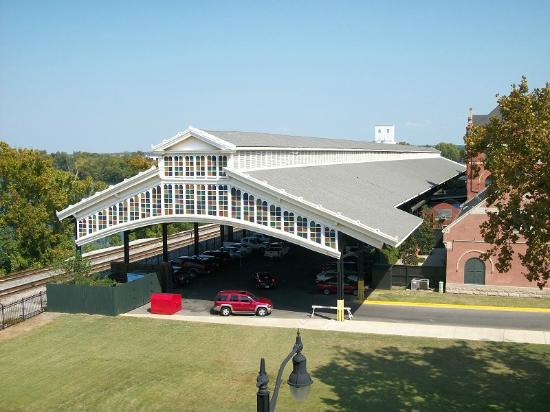 Montgomery Visitors Center: train shed beind old union station montgomery