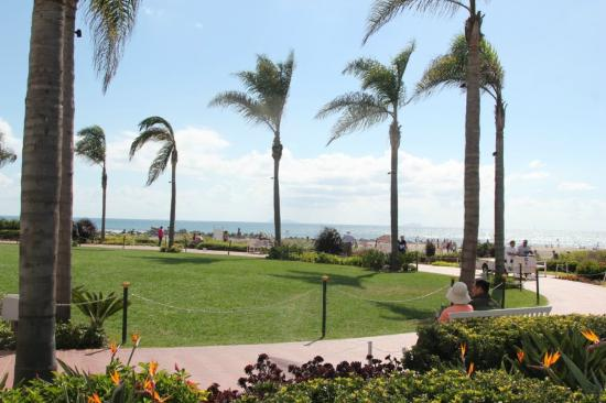 Coronado Island: beach walk areas