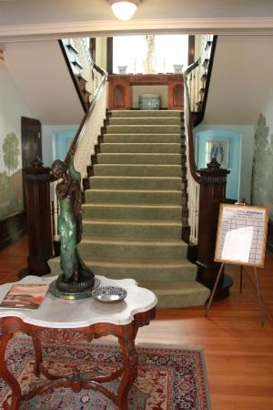 Portland's White House: Main staircase 1