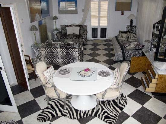 El Corsario: the zebra room