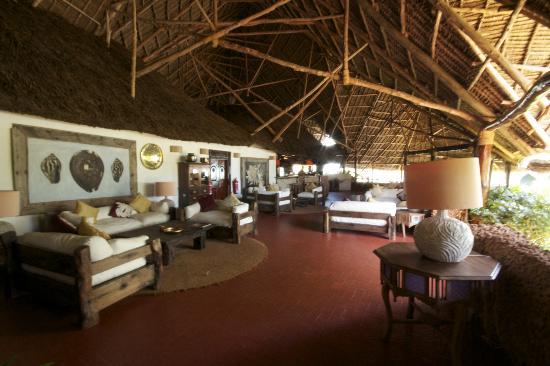 Ras Nungwi Beach Hotel: Reception area, good for wifi! 