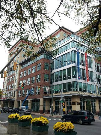 Hilton Garden Inn Ithaca: Hotel Frontage From Downtown Precinct