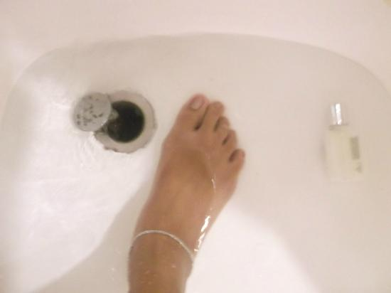The Heritage Hotel Manila : clogged tub