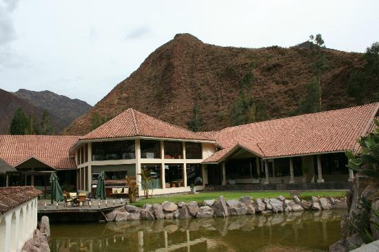 Aranwa Sacred Valley Hotel & Wellness: View of restaurant, looking to the mountains.