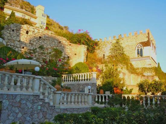 Hotel Villa Taormina: Garden off our balcony