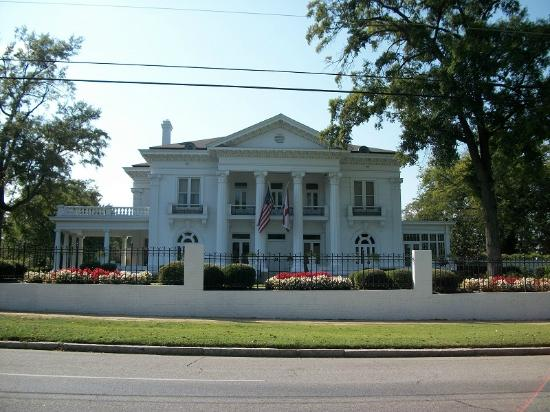 ‪Governor's Mansion‬