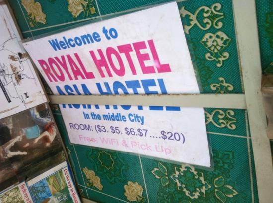 Royal Hotel: Upom arrival in BTB by bus, tuk tuks offer free transfer to the Royal (hoping for business)
