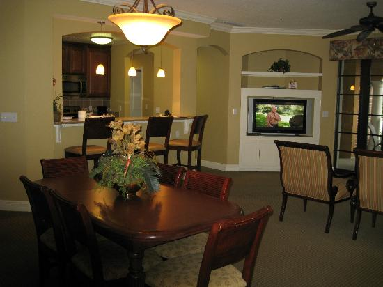 Lighthouse Key Resort and Spa: Living/Dining Area