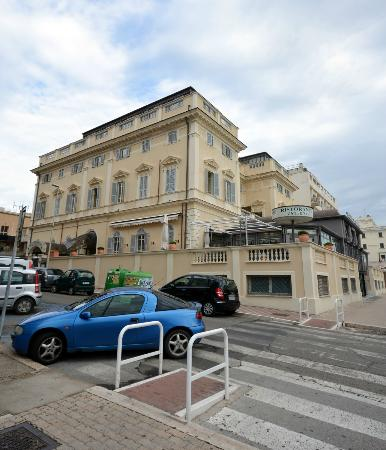 Hotel San Giorgio: The hotel from the outside