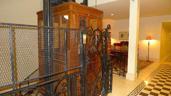 Raffles Grand Hotel d'Angkor: ascenseur