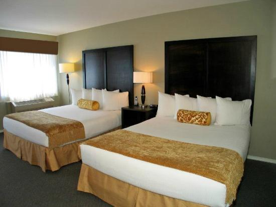 Days Inn Kelowna: 2 Queen Bed Room