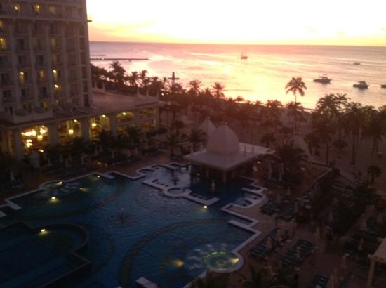 Hotel Riu Palace Aruba: 18.35 at night