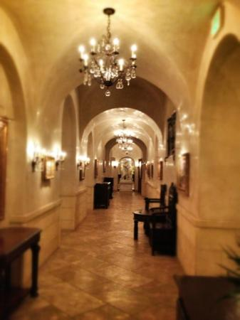 Ayres Hotel Manhattan Beach / Hawthorne : Hallway off the lobby
