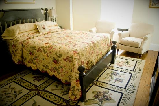 The Troy-Bumpas Inn Bed and Breakfast: Allah room