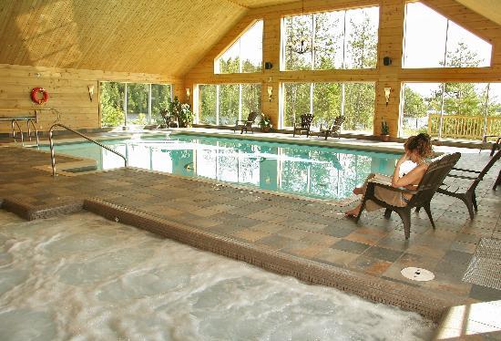 Pourvoirie Du Lac Blanc: L'atmosphère chaleureuse et intime du centre aquatique vous incite à la relaxation et à la déten