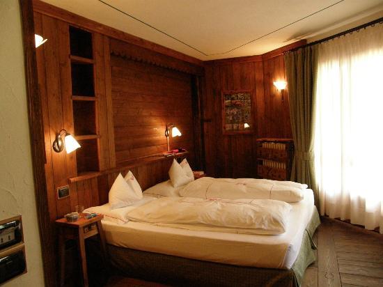 La torretta Hotel: La bella camera rivestita di legno