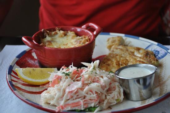 Restaurant Poissonnerie Escoumins: Gratin de pommes de terre aux champignons et salade de crabe (accompagnement du plat)