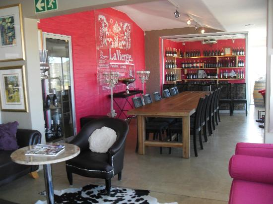 Hermanus Backpackers: Wine tour at La Vierge