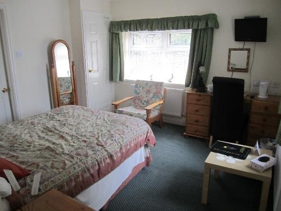 Bron Menai Guest House: Room 7 is reasonably spacious