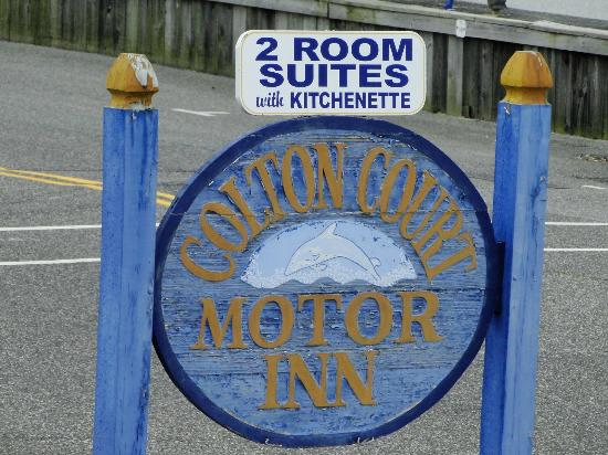 Colton Court Motor Inn: Signage