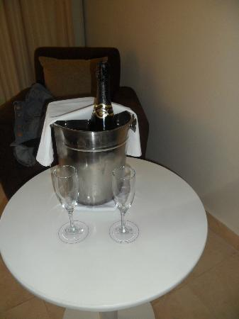 Ocean Maya Royale: champers on arrival