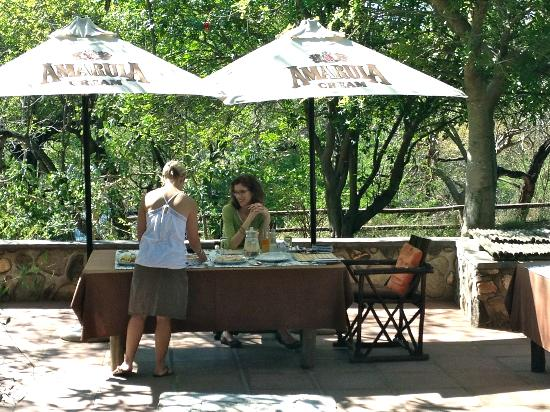 Ezulwini Game Lodges: Outside fabulous meals in beautiful locations
