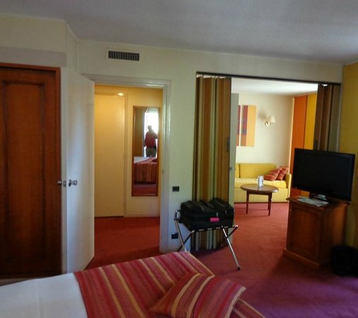 Mercure Pont d'Avignon Centre : Superior room with small sitting room