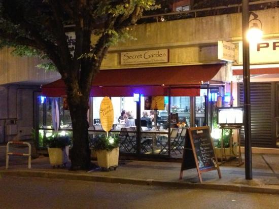 Secret Garden : restaurant front
