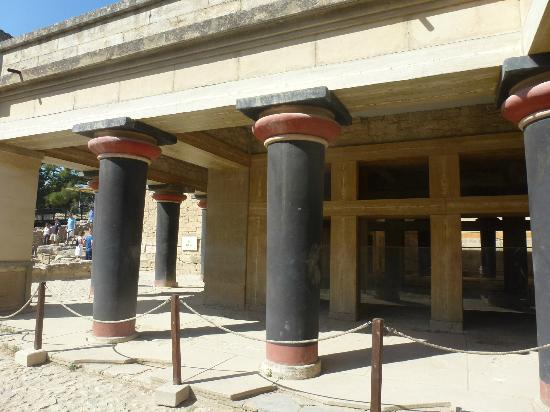 The Palace of Knossos: Kings Chamber