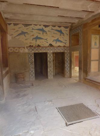 The Palace of Knossos: Dolphin Fresco 