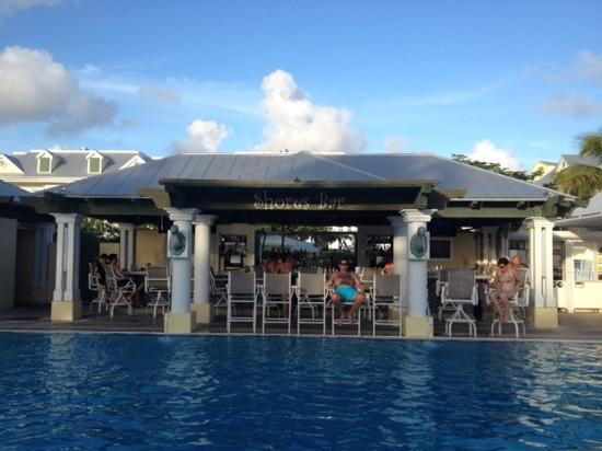 Southernmost Beach Resort: happy hour Great bar
