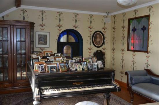Marsh Mere Lodge: Beautiful sitting room on 2nd floor of B&B