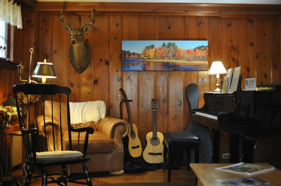 Cranmore Mountain Lodge Bed and Breakfast : Living area